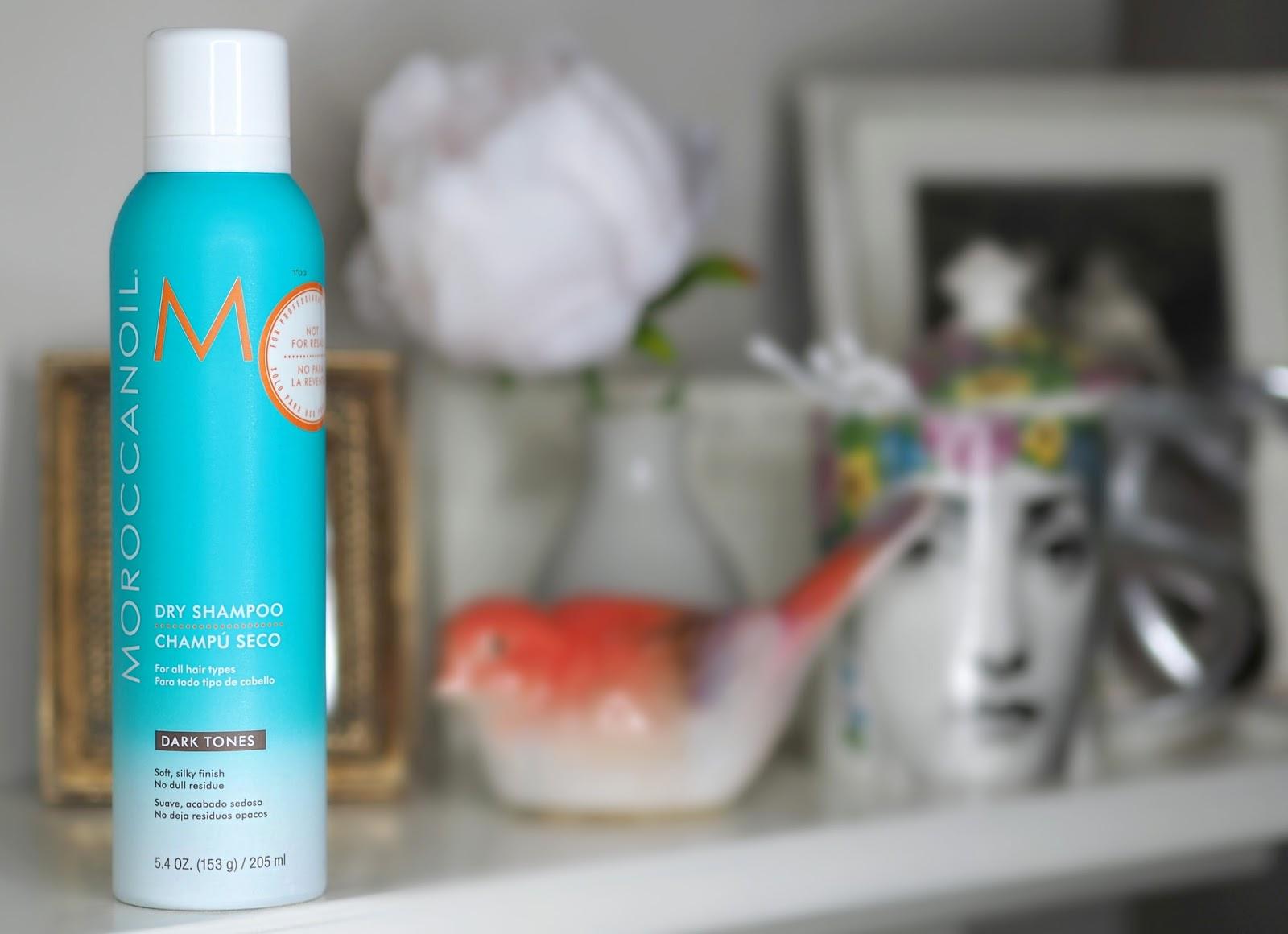 Co zrobić, kiedy włosy się przetłuszczają? Suchy szampon od Moroccanoil