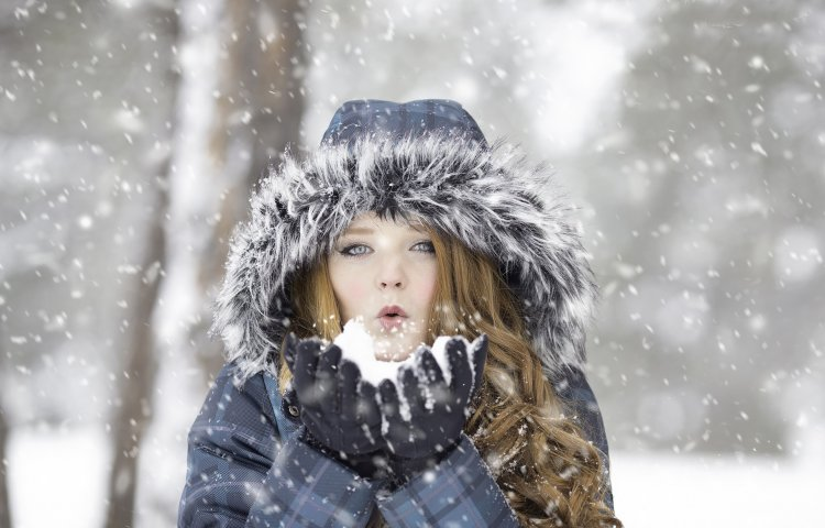 Jak zregenerować włosy po zimie?