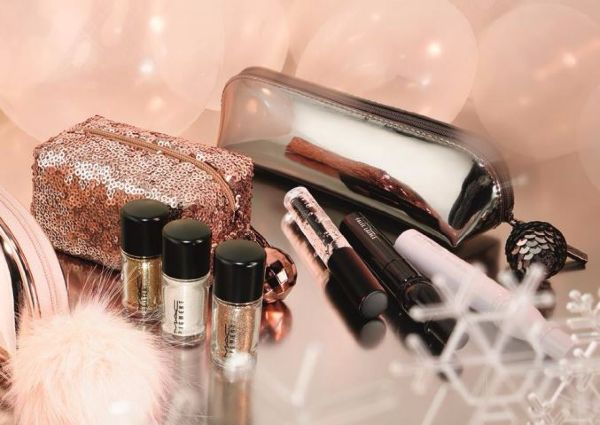 Zimowa kolekcja od MAC – błyszczące kosmetyki Snowball