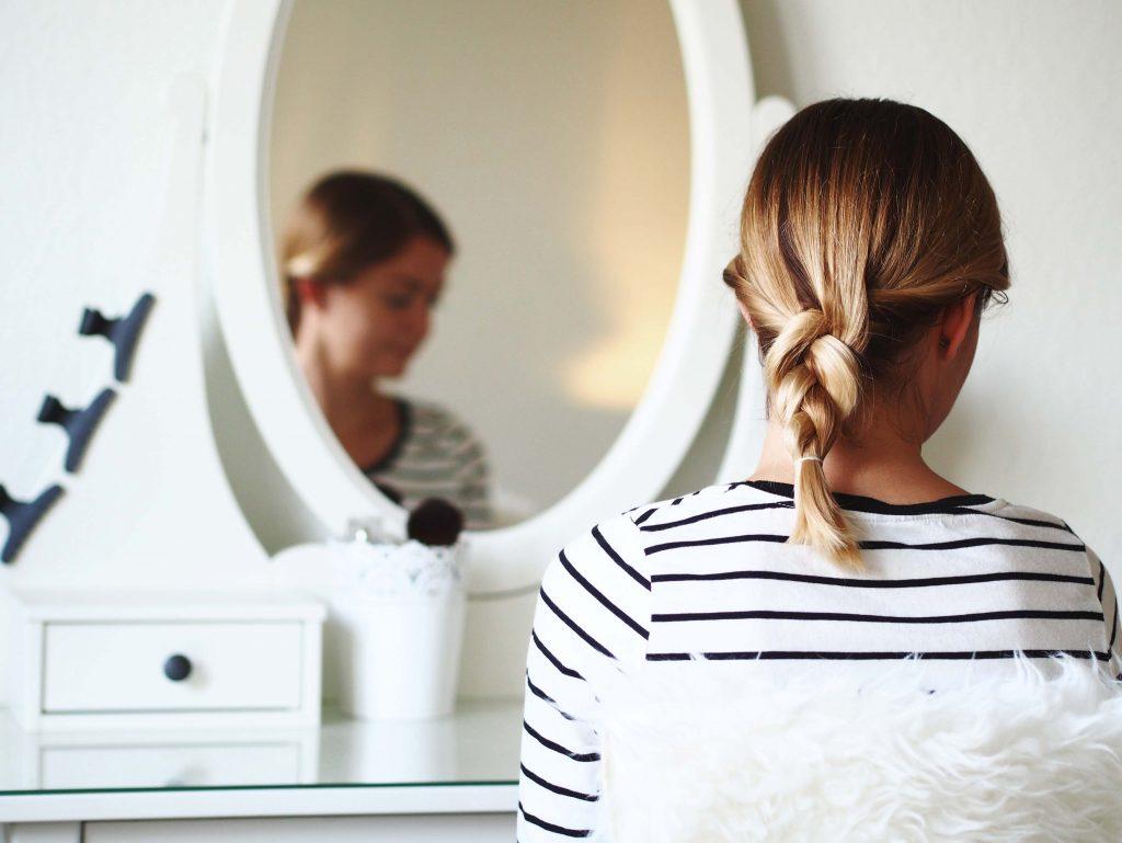 4 pomysły na proste fryzury z półdługich włosów