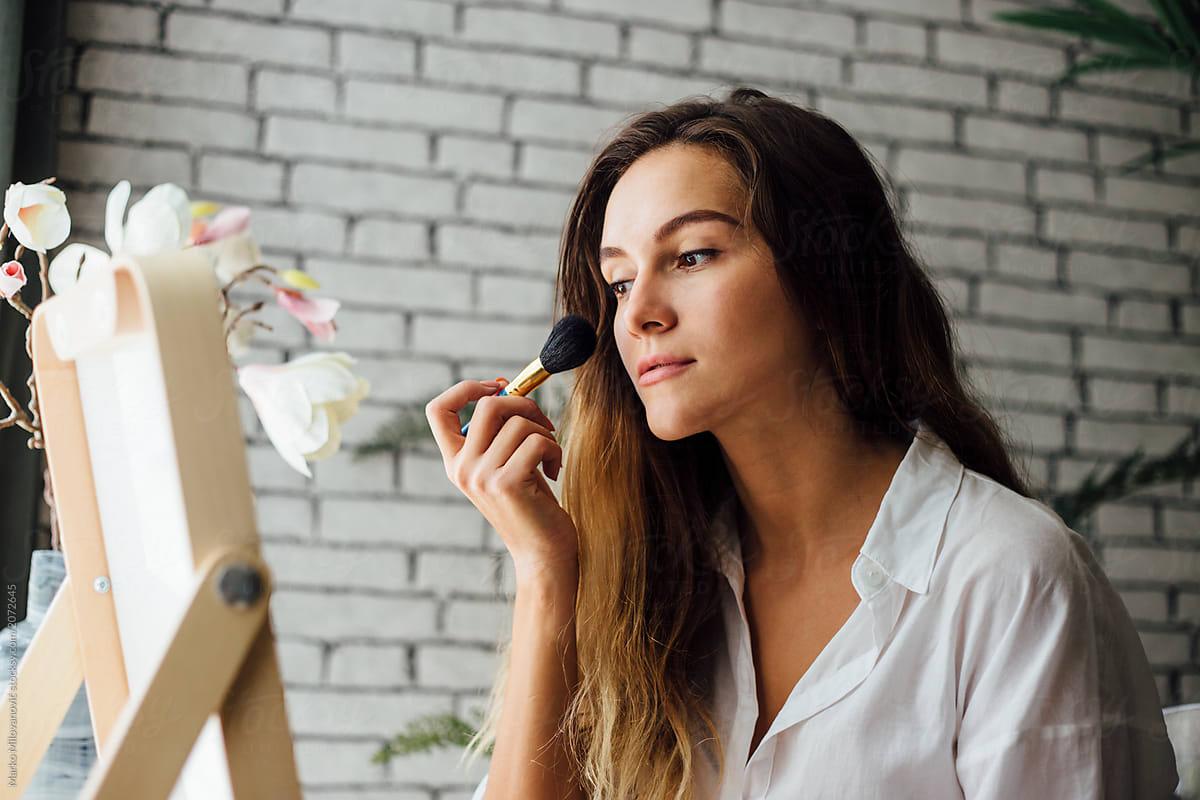 Jak utrwalić makijaż, aby wytrzymał przez całą imprezę?