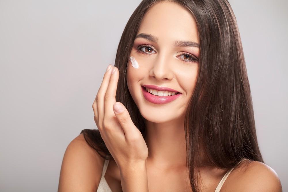 Jak ograniczyć wydzielanie sebum na twarzy?